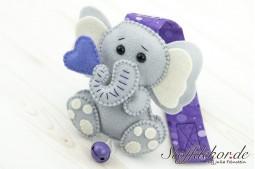 Elefantenbaby mit Glöckchen III