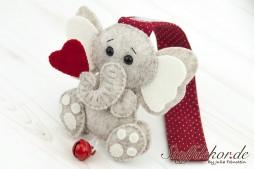 Elefantenbaby mit Glöckchen IV