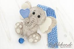 Elefantenbaby mit Glöckchen V